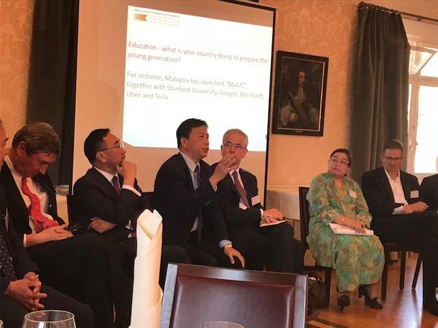 駐瑞士代表處谷代表參加瑞士瑞亞商會年會