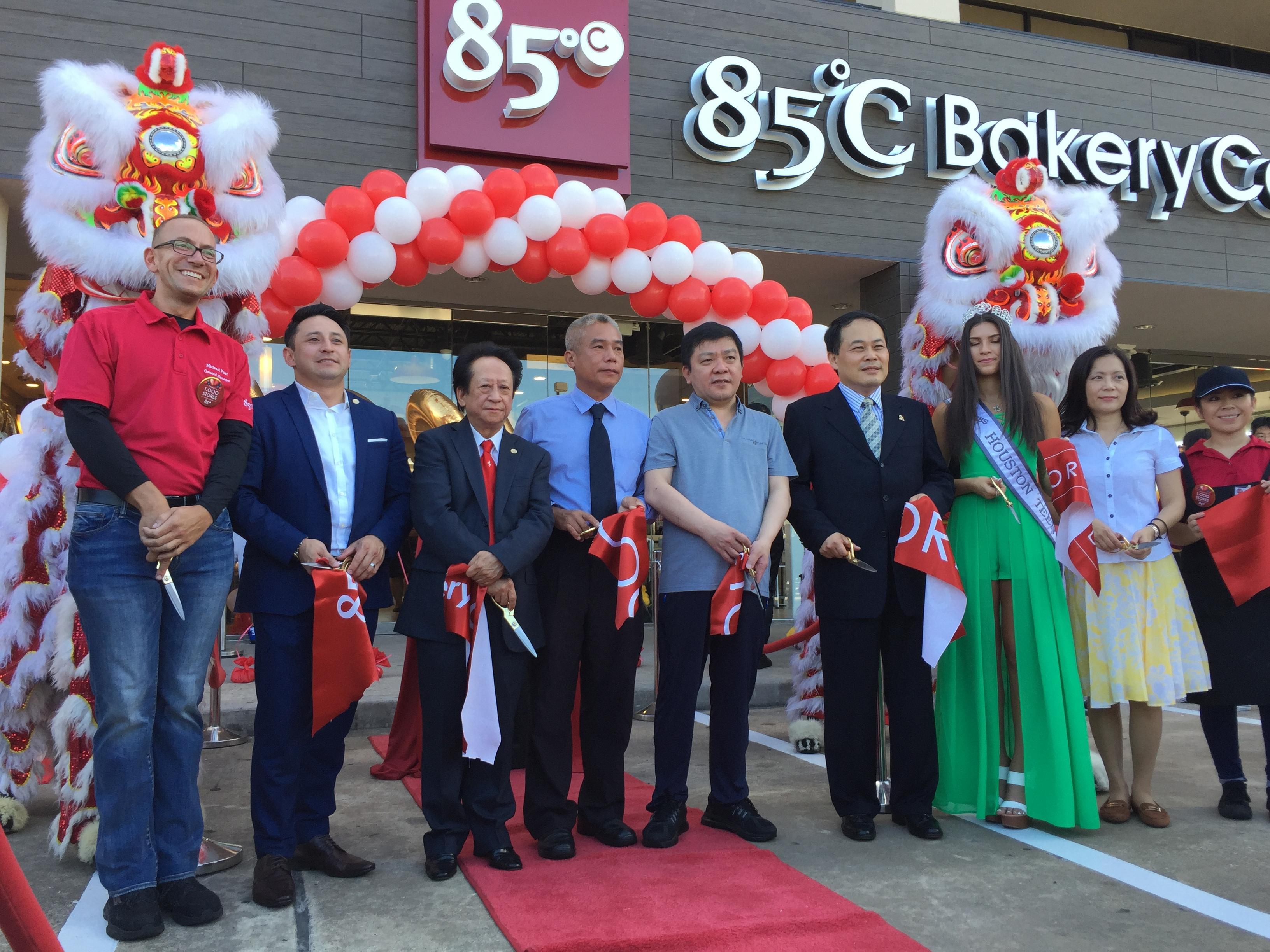 駐休士頓台北經濟文化辦事處黃敏境處長出席台商企業「85度C」全球第1,000家分店開幕活動並致詞推廣台灣美食