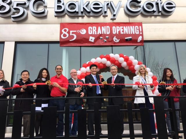 駐西雅圖辦事處姚金祥處長2月24日應邀出席85°C烘培坊在華盛頓州首家分店開幕剪綵典禮